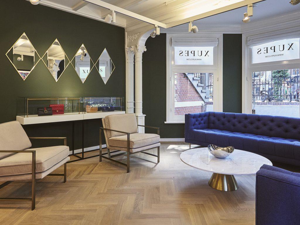 Tweedehands designer tassen van Xupes bij The Next Closet kantoor binnen